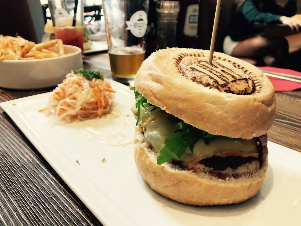 What to eat in Liège, Belgium: Burger from The Huggy's Bar